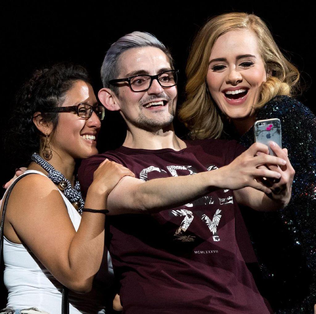 9 Foto Heboh Selebriti Ini Bikin Kamu Jadi Ingin Ikut Selfie