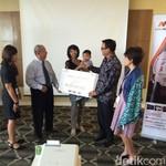 Ahli Waris Nasabah Kartu Kredit Bank Mega Terima Santunan Rp 500 Juta