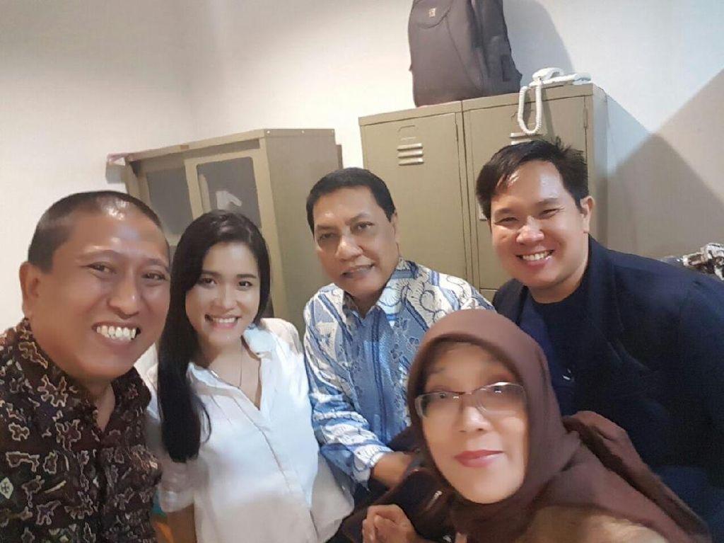 Senyum Optimis Jessica Jelang Sidang Vonis