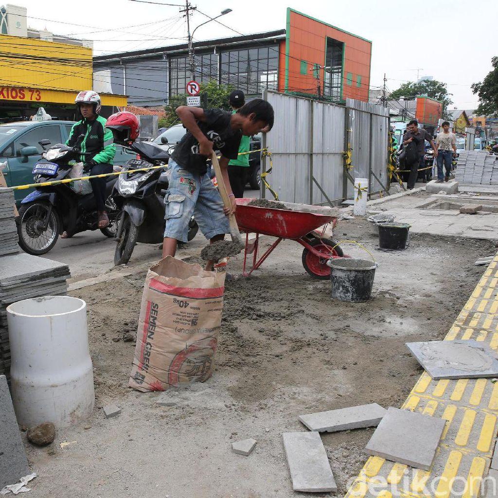 Trotoar di Depan Stasiun Tanah Abang Diperlebar
