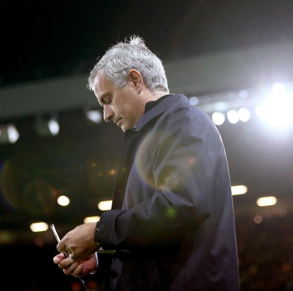 Mourinho Minta Maaf ke Fans MU Usai Kekalahan di Stamford Bridge