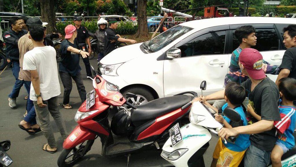 Polisi Buru Pelaku Perusakan Mobil Saat Iringan Jenazah di Kokas