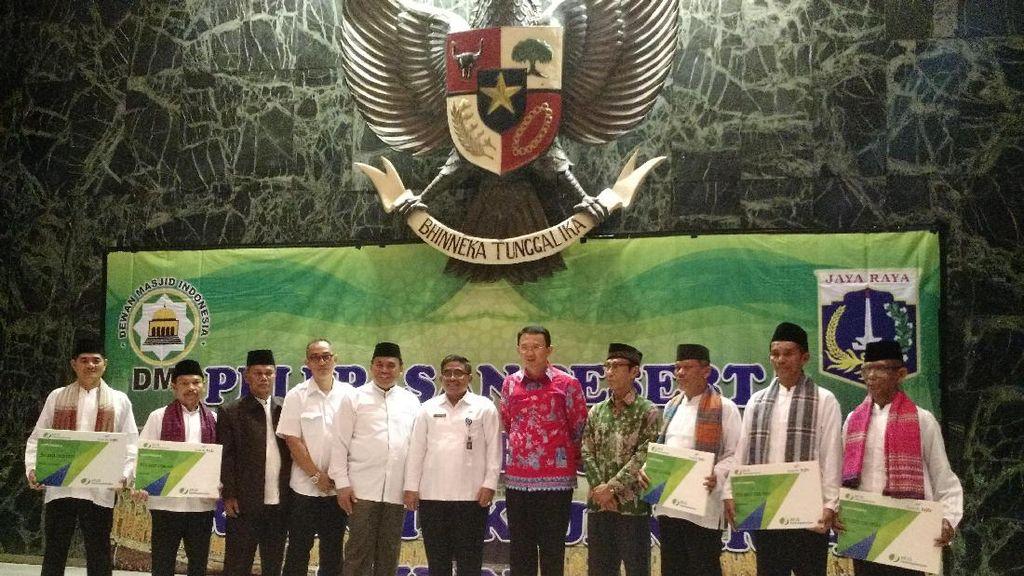 Ahok Lepas 50 Marbut Masjid di Jakarta untuk Umrah di Makkah