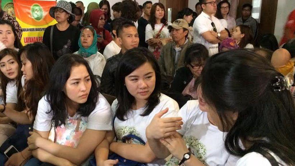 Keluarga Mirna Nobar Vonis Jessica Wongso di Ruang Tunggu Pengadilan
