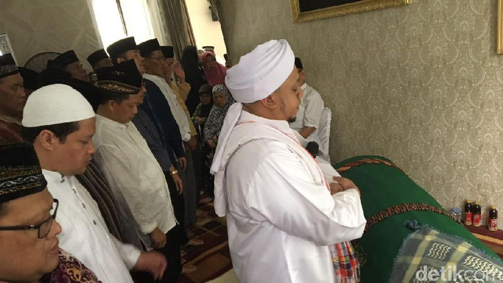 Sejumlah Jenderal Hadiri Pemakaman Jenazah Ayah Kapolri di Palembang