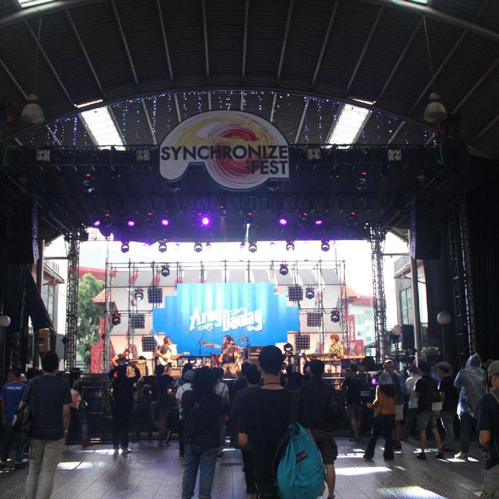 Jelang Malam, Synchronize Fest Hari Pertama Mulai Dipadati Penonton