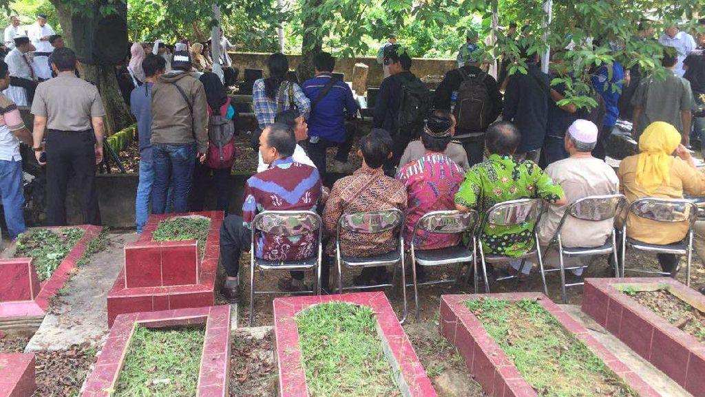 Jenazah Ayah Kapolri Dimakamkan di Palembang