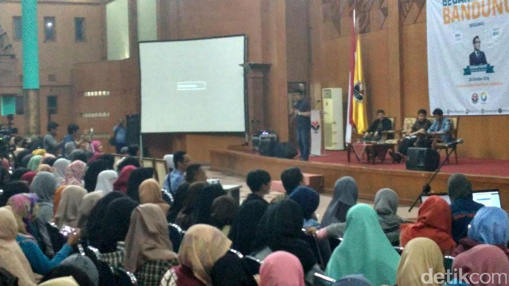 Di Hadapan Ratusan Mahasiswa, Ridwan Kamil Bedah Bandung