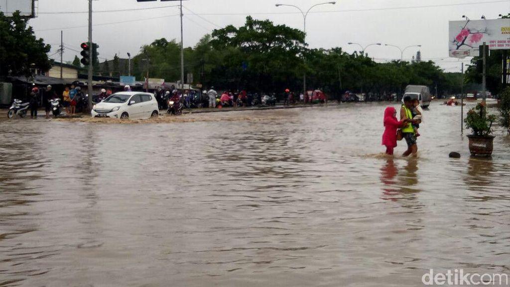 Kini Gedebage Bandung yang Kebanjiran hingga Selutut
