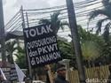 Karyawan Danamon Demo: Jangan Rampok Pesangon Kami!
