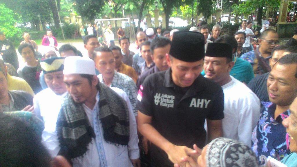 Salat Jumat di Masjid Sunda Kelapa, Agus Yudhoyono Minta Doa Restu Warga