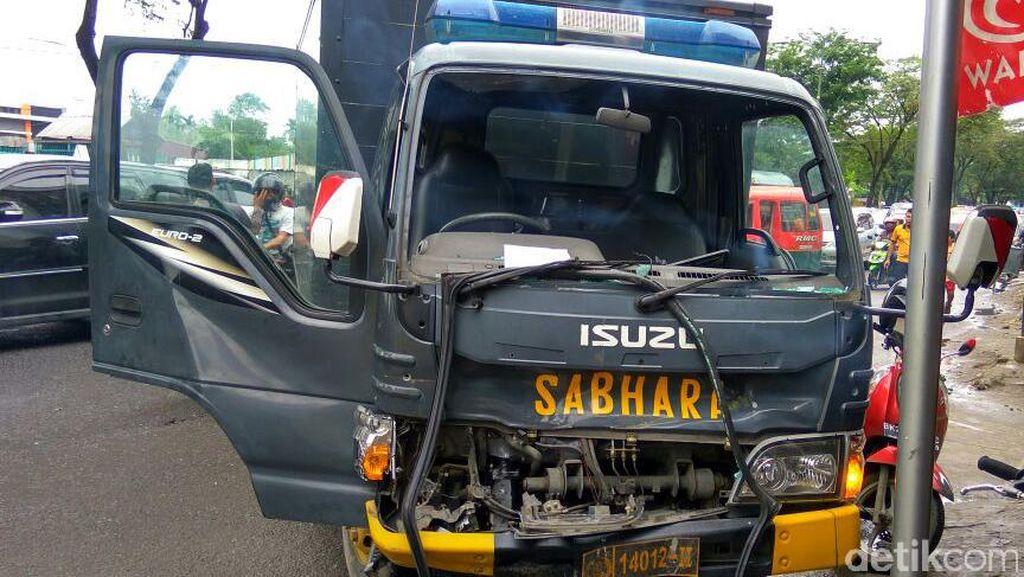 Iring-iringan Truk Sabhara Polda Sumatera Utara Kecelakaan di Medan