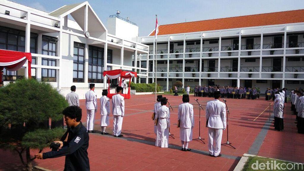 Menristek Dikti Pimpin Upacara Sumpah Pemuda di Politeknik Negeri Surabaya