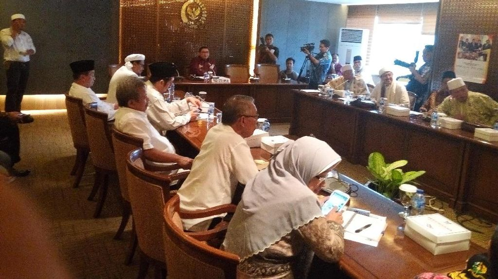 Bertemu Fadli Zon, Habib Rizieq Minta DPR Kawal Kasus Ahok di Bareskrim