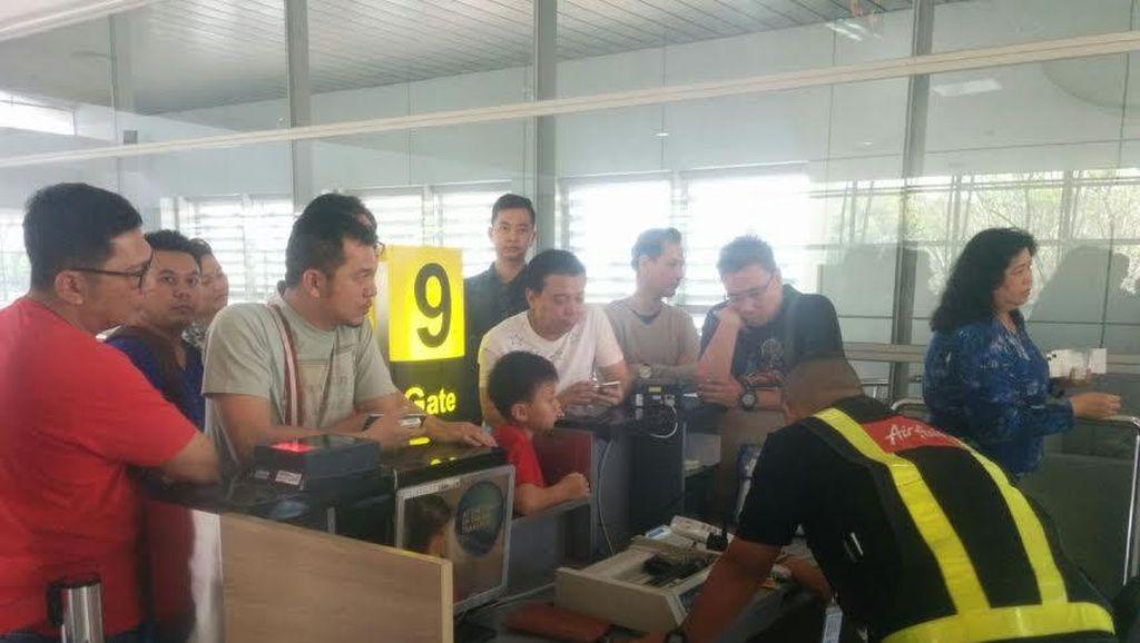 AirAsia Tujuan Kuala Lumpur Delay di Juanda, Penumpang Protes