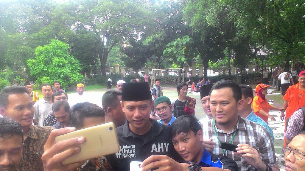 Sapa Warga di Masjid, Agus Yudhoyono: Saya Tidak Bilang Pilih Saya