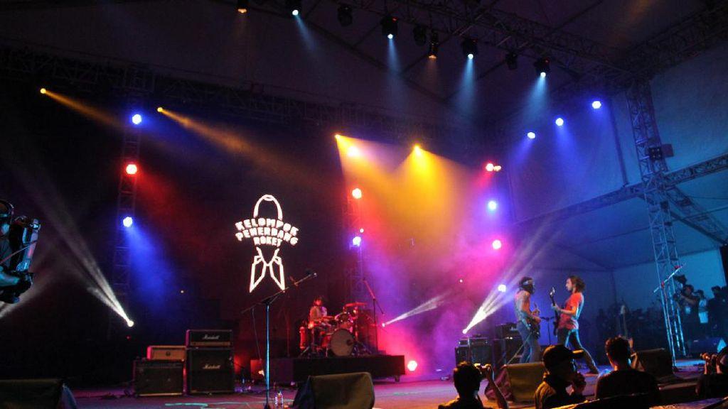 Synchronize Fest Hari Pertama: Semakin Malam, Semakin Membara