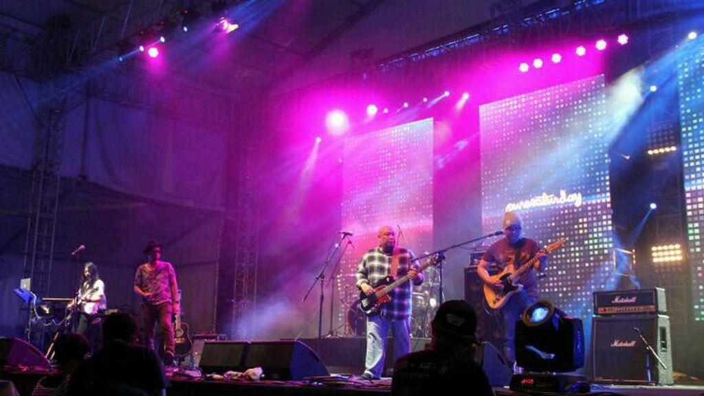 Pure Saturday Ajak Penonton Berdendang di Synchronize Fest 2016