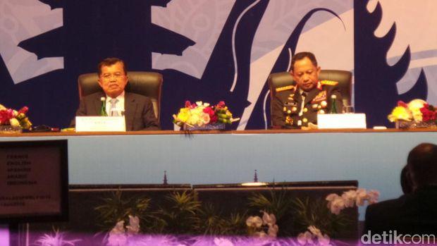 Wakil Presiden Jusuf Kalla membuka Sidang Umum Interpol ke-85 di Bali, Senin (7/11/2016)