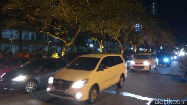 Kondisi dahulu lintas di sekitar Apartemen Neo Soho, Jakbar, Kamis (10/11/2016)