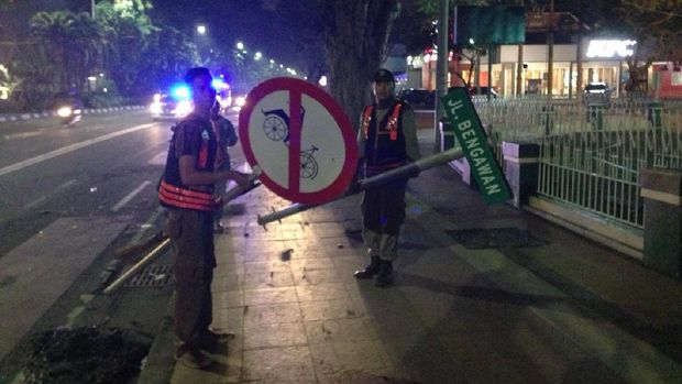 Ratusan Satpol PP Surabaya Langsung Bersih-bersih Usai Konvoi Bonek