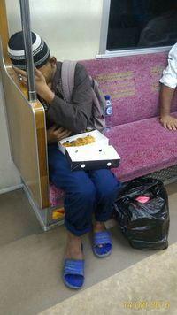 Waspadai Pengemis Modus Pura-Pura Sakit di Kereta