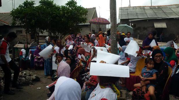Ditemani Istri, Anies Baswedan Dengarkan Keluhan Warga Kepulauan Seribu
