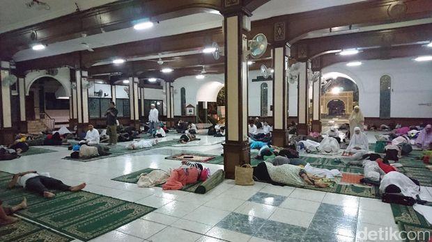 Begini Suasana di Masjid Sunda Kelapa Jelang Salat Subuh Berjamaah 1212