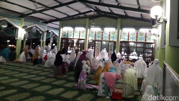 Salat Subuh Berjamaah 1212, Masjid Ittihad Bukit Permai Cibubur Dipadati Jemaah