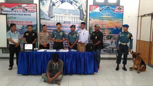 TNI AL tangkap kapal penyelundup TKI ilegal dari Malaysia.