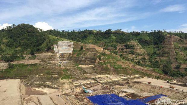 Menkeu Sri Mulyani tinjau proyek pembangunan Waduk Logung di Kudus.