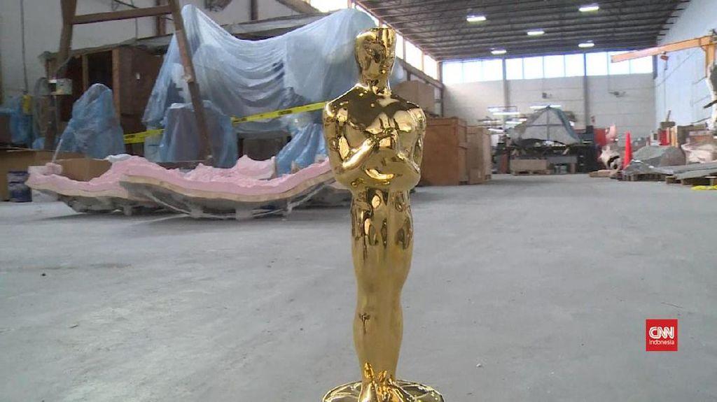 Kerja Keras di Balik Pahatan Berotot Patung Oscar