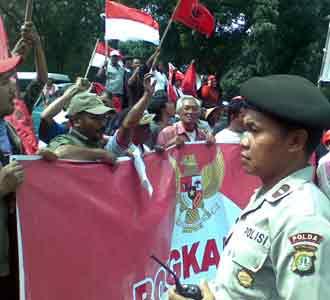 Bendera Geruduk MK