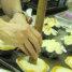 Nah, kali ini Pak Haryanto sedang apa ya? Wah rupanya roti ini sengaja ditusuk dengan batang kayu hingga bolong untuk diisi dengan berbagai filling seperti blueberry dan selai apel nantinya.