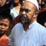 Habib Abdurrahman Assegaf bersama warga melihat lokasi penggerekan.