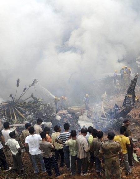 Memadamkan Api di Pesawat Air India