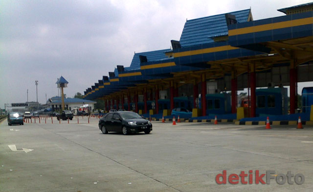 Gerbang Tol Miring Pertama di Indonesia
