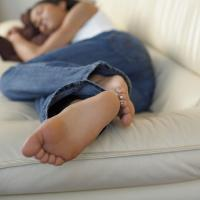 Benarkah Tidur Siang Bikin Gemuk?