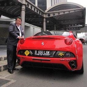 Hotman Paris Hutapea dan Mobil-mobil Mewah
