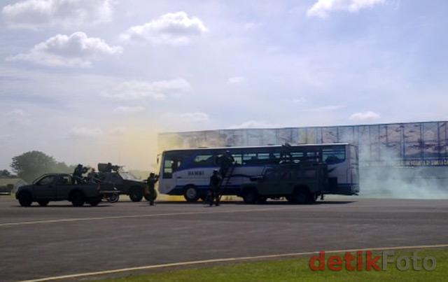 Aerobatik HUT TNI AU