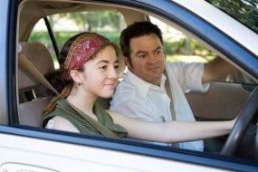 Melatih Remaja Cara Menyetir yang Benar