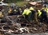 Petugas dan Tim SAR mencari para korban tornado. Reuters/Ed Zurga.