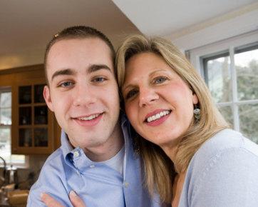 Kekurangan & Kelebihan Punya Suami Lebih Muda