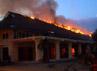 Api berkobar membakar gedung yang biasa digunakan untuk menggelar pameran tersebut.