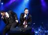 Westlife membuka konser sekitar pukul 20.30 WIB. Penonton pun langsung histeris melihat aksi mereka.