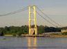 Jembatan yang menghubungkan Tenggarong dan Tenggarong Seberang, Kalimantan Timur ini runtuh sekitar pukul 16.20 WITA. (Sapto Anggoro).