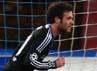 Chelsea unggul lebih dulu pada menit ke-27. Juan Mata memanfaatkan sebuah kesalahan di lini belakang Napoli untuk membawa timnya memimpin. Paolo Bruno/Getty Images.