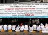 Spanduk tidak sahnya amar putusan Pengadilan Negeri mengenai Anggaran Dasar Yayasan Trisakti terbentang di halaman kampus Trisakti, Jakarta.
