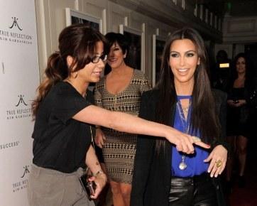 Kim Kardashian Tertawakan Insiden Bom Tepung di Red Carpet