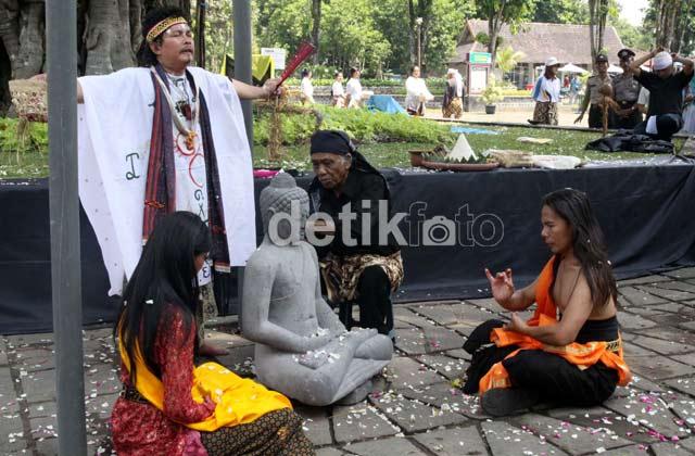 Peringatan Hari Pusaka Dunia 2012 di Borobudur